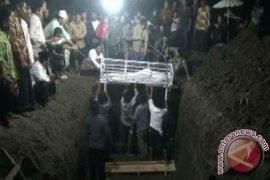 Korban Kecelakaan Tol Cipali Dimakamkan Satu Liang Lahat