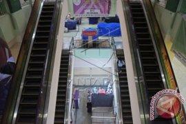 Lift barang di mall ambruk, tujuh orang cedera