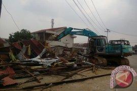 54 Kios PKL Depan Makodam XII/TPR Dibongkar