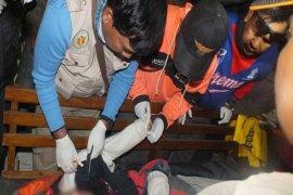 Rekan Korban Pendaki Semeru Penuhi Rumah Duka