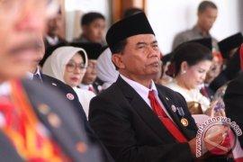 Rasiyo Lebih Sreg Daftar Cawali Surabaya 8 September