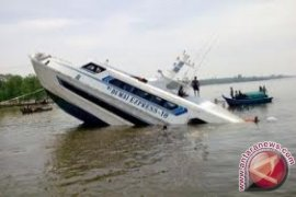 """Satu Tewas Akibat """"speedboat"""" Terbalik di Kutai"""
