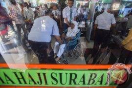 Kedatangan Kloter Pertama Haji Surabaya Tertunda