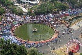 "Massa Buruh ""Kepung"" Istana Presiden"