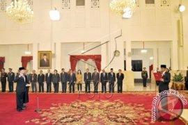 Presiden Lantik Willem Rampangilei Sebagai Kepala BNPB
