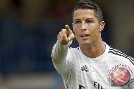 Cristiano Ronaldo Unggul Tiga Gol atas Lionel Messi