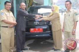 Mantan wakil bupati Rejanglebong kembalikan mobil dinas