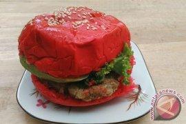 Burger Aneka Warna Imbangi Kuliner Berlabel Impor