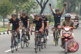 Ratusan Pesepeda Berlomba Di Mall Bekasi