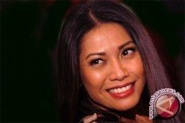Anggun C Sasmi Raih Penghargaan Musik di Singapura