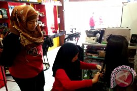 Kisah Sukses : Bunyana, Belajar di Salon Hingga Dinihari