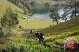 Jalur Pendakian Gunung Semeru Masih Ditutup Sementara
