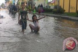 Kualatungkal dilanda banjir rob