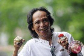 Komedian Mandra Dituntut Satu Tahun Enam Bulan