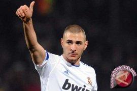 Prancis Skors Bintang Sepak Bola Benzema