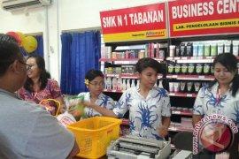 Alfamart Ajarkan Pasarkan Produk Kepada Siswa SMK