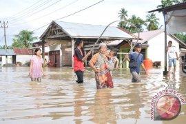 Tiga Kecamatan Aceh Barat Terisolir Akibat Banjir
