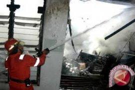 Ditinggal berlebaran tiga unit rumah terbakar di Merangin