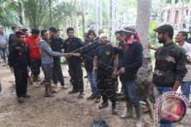Kelompok Sipil Bersenjata Turun Gunung