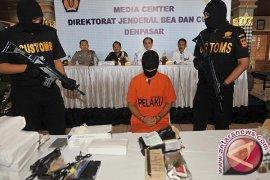 BC Denpasar Tangkap Warga Belanda Penyelundupan Ganja