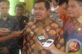 Gubernur Bengkulu berikan bantuan korban puting beliung