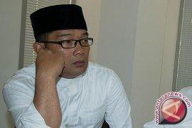 Emil Letakan Batu Pertama Masjid PDAM Tirtawening