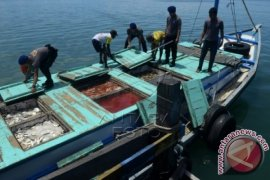 Siswa SMPN 2 Pulau Sembilan Kotabaru arungi laut 17 jam demi UNBK