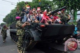 Parade Kendaraan Taktis Tempur