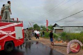 Drum BBM Terbakar di Depan SPBU Kedamin