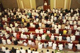 Imam Palestina pimpin shalat Tarawih di Masjid IPB