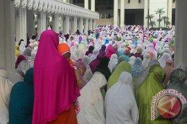Ribuan Jamaah Tumpah Ruah Shalat Gerhana Di Masjid Mujahidin