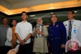 Ibu Negara Iriana Jokowi Belum Berani Menimang Cucunya