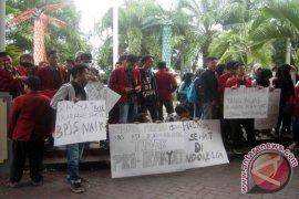 IMM Jember Demo Tolak Kenaikan Iuran BPJS