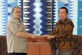 Gubernur Serahkan SK Pemberhentian Bupati Ade Irawan