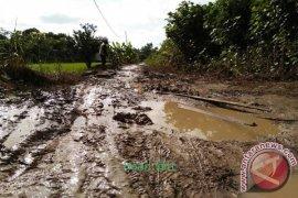 Jalan Sungai Gampa Segera Diperbaiki