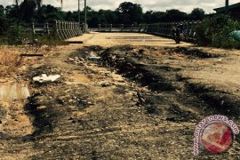 Tiga Hari Digunakan, Jalan Dermaga Sungai Asam Rusak