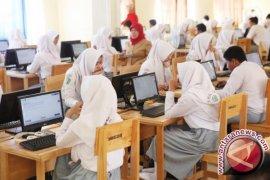 Penurunan tegangan listrik warnai UNBK di Banjarbaru