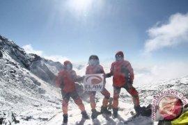 Mahasiswa Untag Surabaya Mendaki Pegunungan Himalaya