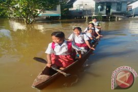 Murid Libur Sekolah Karena Banjir