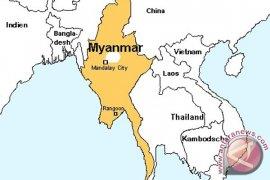 Polisi Myanmar Lari Saat Rohingya Diserang Massa