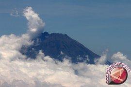 Evakuasi Pendaki Gunung Slamet Masih Berlangsung