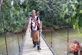 Bupati Sekadau Resmikan Jembatan Gantung Kedambing Tinggi