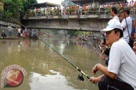 Sungai Cikapundung Dibendung pada HUT Kodam Siliwangi