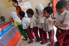 1.000 siswa miskin di Pekanbaru terima seragam dari zakat guru