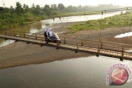 Sambas dapat bantuan pembangunan jembatan gantung