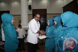 Gubernur Banten Hadiahi Umroh Empat Kader PKK