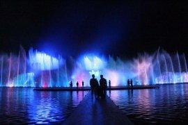 Pengunjung Padati Pertunjukkan Air Mancur Sribaduga Purwakarta