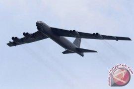 Tunjukkan solidaritas, pesawat pembom milik AS terbang di atas negara Baltik