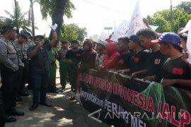 Pemuda Sumenep Demo Soroti Pembangunan Gedung Disdik