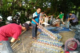 Bring drink bottle to school movement in Banjarmasin